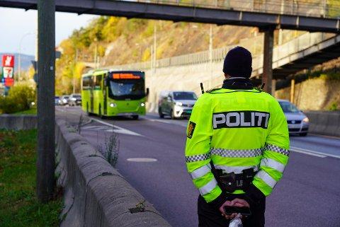 Politiet hadde i kveld laserkontroll ved Mosseveien. Her fra en tidliger kontroll et annet sted langs veien.