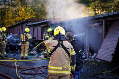 BRANN NUMMER TO: På kort tid brant det i totalt 16 garasjer på Manglerud tidligere i november. Nå har politiet henlagt saken.