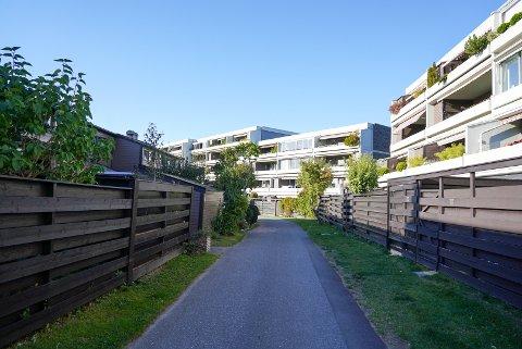 STOR INTERESSE: Det er stor interesse for boligene både i leilighetskomplekset på høyre side og for rekkehusene på venstre side i Åssiden terrasse.