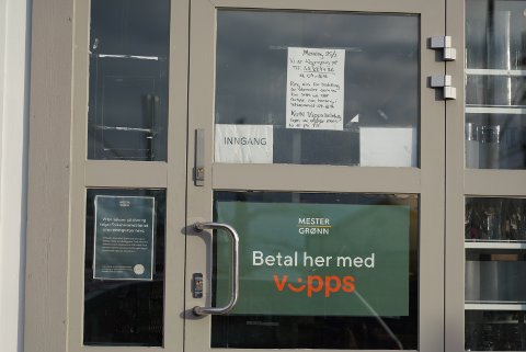 STENGTE DØRER: Blomsterbutikkene holder stengt, men det er mulig å bestille over telefon eller nett.