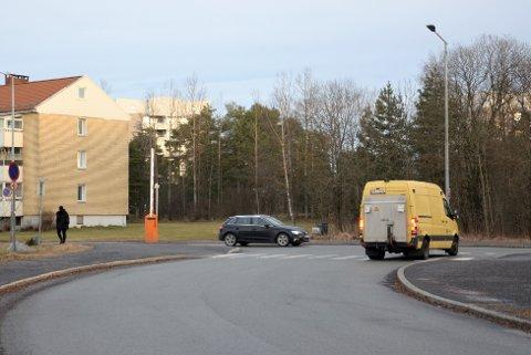 Til våren/sommeren starter arbeidet med å lage sykkelvei her fra krysset Enebakkveien/Sandstuveien og sørover mot Abildsøkrysset og sykkelfelt vestover mot Brattlikollen.