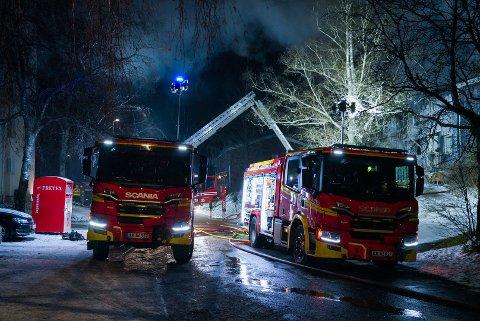 Det skal nå være kontroll på brannen i Marmorveien. Dette bildet ble tatt tidligere i kveld.