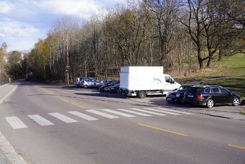 Bymiljøetaten vil ha tidsbegrensning på parkeringen her i Valhallveien, vis a vis utkikkspunktet på Ekeberg.
