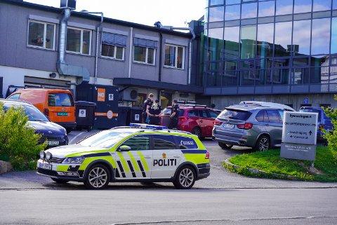 Politiet på plass i Ryensvingen etter at en person har blitt rygget på av en personbil.