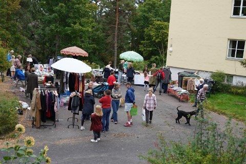 Det var mange som tok turen til bruktmarkedet lørdag.