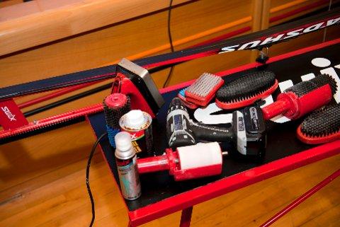Miljødirektoratet oppmodar folk som glider og preparerer skia sine ofte med produkt som kan innehelda såkalla prefluorerte stoff til å vera forsiktige.   (Illustrasjonsfoto: Fredrik Varfjell / Ntb scanpix / NPK)