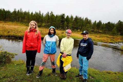 Silje Lillebråten, Inga Skogum, Thea Emilie Skansgård og Teodor Valdvik Bakken, og dei andre elevane,  overnatta ved Melingen og fekk prøve seg på garnfiske.