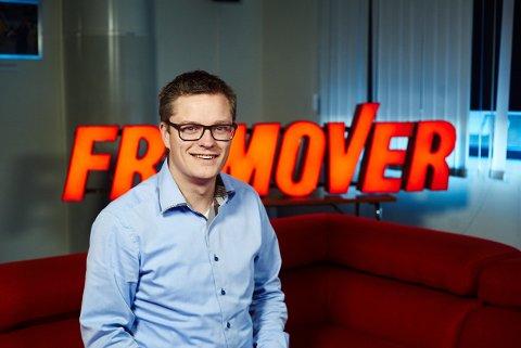 PÅ PLASS: Christian Senning Andersen har startet i sin nye stilling som sjefredaktør/administrerende direktør i Fremover. Foto: Kristoffer Klem Bergersen.