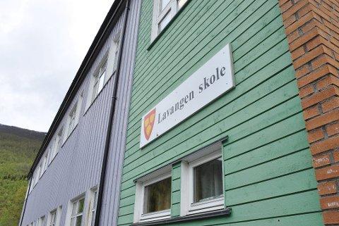 Skolen og barnehagen i Lavangen måtte stenge da vanntilførselen i kommunen frøs til
