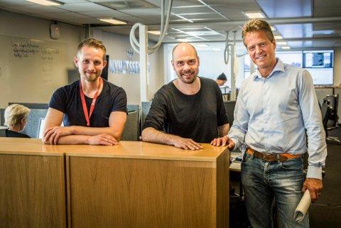 Nyhetsredaktør Helge Nitteberg, sjefsredaktør Anders Opdahl er fornøyde med å få Jens Johan Hjort med på laget. Foto: Yngve Olsen Sæbbe