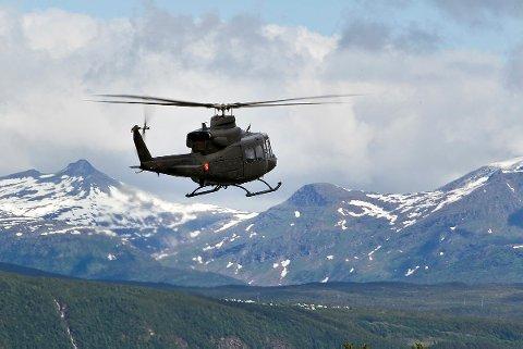 BELL-HELIKOPTER: Nå er Forsvaret nok en gang bedt om å forlenge sin tilstedeværelse i Finnmark.