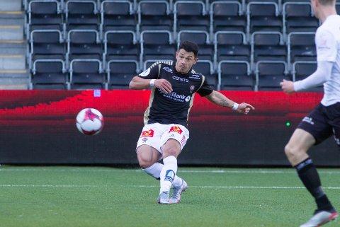 ÅPNER FOR Å BLI: Fitim Azemi scoret et perlemål mot Sogndal. Spissen er på lån ut sesongen - men åpner for å gjøre Tromsø-oppholdet permanent.