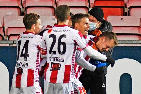 HELT: Kent-Are Antonsen jubler sammen med lagkameratene etter seiersmålet mot Kongsvinger.
