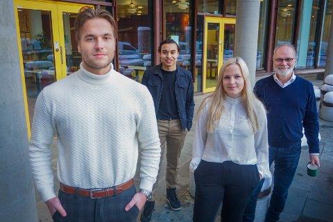 I JOBB: Styreleder Sebastian Henriksen, nestleder i studentparlamentet Marte Rolfsnes Bjørkheim, og direktør i Norges arktiske studentsamskipnad Hans-Petter Kvaal  er fornøyd med ansettelsen av Andreas Bugge (foran). Nå skal flere studenter i jobb gjennom samskipnaden.