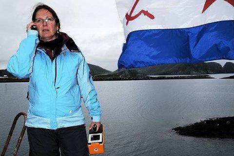 "Inger Eikelmann i Statens strålevern. Her inspiserer hun krysseren ""Murmansk"" som havarerte under slep langs norskekysten."