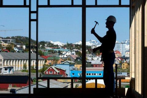 KAN BLI KOSTBART: Skatteetaten vil fra nå ringe alle som har kjøpt bolig eller fritidsbolig, eller har sendt inn byggesøknad i Tromsø. Den billige håndtverkeren kan bli svært dyr om kunden ikke har sjekket godt nok.