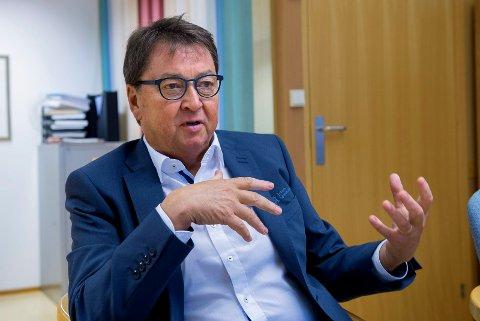 Rolf Delingsrud, Administrerende banksjef i Toten Sparebank. Sluttpakker