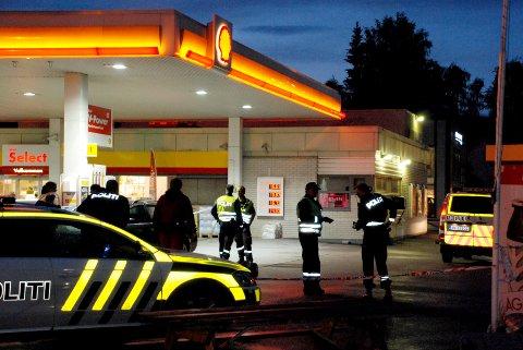 En mann løsnet skudd mot politiet og ble selv skadd da politiet skjøt tilbake på denne bensinstajsonen i Roa på Hadeland i juni 2015. Foto: Frank Hansen / Følgebilservice / NTB scanpix