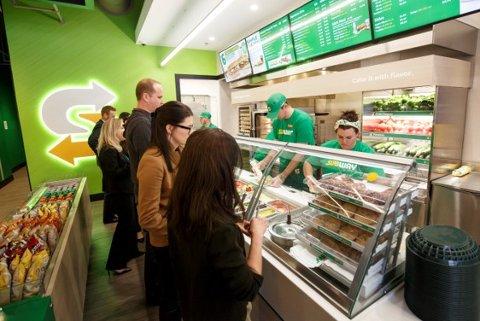 DET SKAL GÅ FORT: «Quick serve» kalles konseptet, når maten tilberedes og gis kundene i ekspressfart.