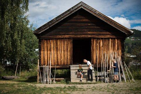 TRUES: - Tømmerhusene er bygget for tørt og kaldt innlandsklima og eksponeres nå for varmt og fuktig klima. Hvor blir det av støtten til INnlandets kulturarv, spør artikkelforfatterne.