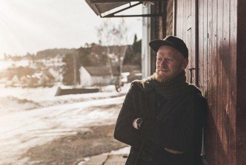 FOLKEKJÆR: Lewi Bergrud er ute på turne med Blåtoner-gjengen, men opplever også stor suksess på egen hånd også. Ikke minst med Toten-versjonen av «Fairytale of New York» som går som reklame på TV.