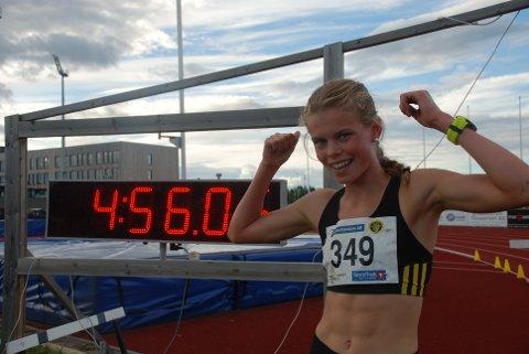 Malin Hoelsveen hadde all mulig grunn til å juble på Jessheim i helga. Tre triumfer av tre mulige ble det på Raufoss-løperen - her etter oppvisningen på 1500 meter hinder.