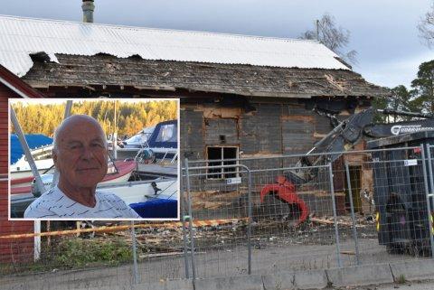 SKAL BORT: Rivingen av det gamle forsamlingslokalet på Kapp startet denne uken. Innfelt: Svenn Sandvold.