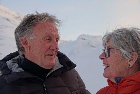 PÅ SVALBARD: Rolf Erik og Astrid Nilsen er vel fremme på Svalbard. De reiste på fredag for å se barnebarna sine igjen. Før de dro, måtte de teste seg.
