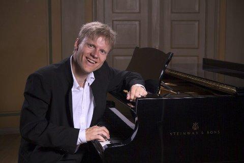 Spennende: Håvard Gimse ser frem til konserten i Ås kirke.