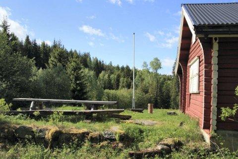SAVNER STRØM: Når Ski JFF driver med trening eller arrangerer skytestevne på leirduebanen på Åli, trenger de strøm. Nå ønsker foreningen en permanent ordning.