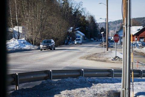 Ås kommune vil senke fartsgrensen på deler av Nessetveien, men Statens vegvesen stritter imot. Forbi Askehaug-krysste ønsker kommunen 50-sone.