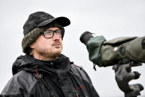 Stolt: Anders Mæland tok de første bildene noensinne av en ørkensanger i Norge. Arkivfoto: Joachim Hellenes.