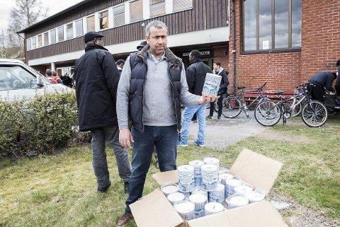 Vil hjelpe: Mohammed Zaidan i Islamsk kulturforening, og nå også Amanastiftelsen, har planer om å samle inn penger til flere moskeer enn den i Larvik.foto: Joachim hellenes