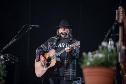 Neil Young på scenen på Stavernfestivalen