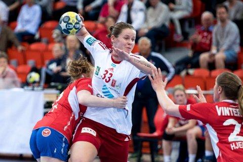 LERØY-ÅPNING: Kristina Rosten og Larvik HKs J18-lag spiller i Åsanehallen denne helgen.