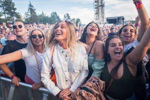 FIRE ARTISTER KLARE: Stavernfestivalen slipper sine første artister. Her publikum fra et tidligere år.