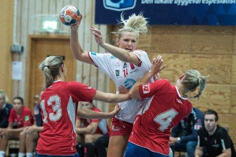 TOPPSCORER: Mari Molid kjempet inn åtte mål i sin først seriekamp for LHK på to år. Her mot Gjerpen tidligere i år.
