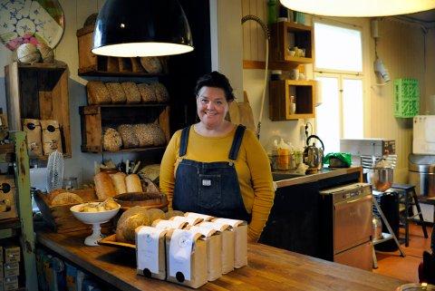 ØKOLOGISK: Siv Svolsbru baker kun brød og boller av de gamle kornsortene.