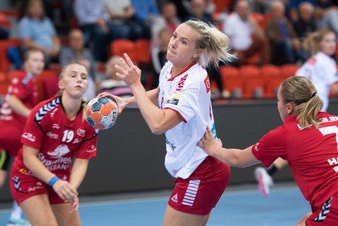 FEM AV SEKS: Mari Molid scoret fem av Larviks seks første mål og slå an tonen i oppgjøret mot Rælingen, før hun ble tatt ut av gjestene med frimerke.