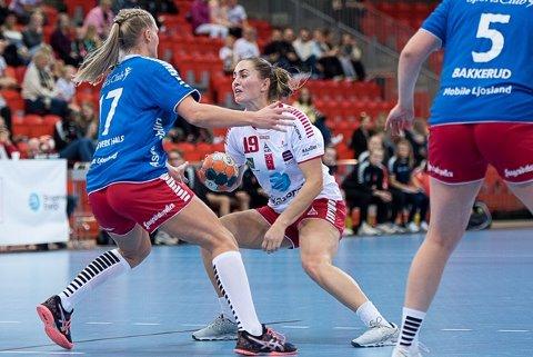Toppscorer: Trine Bronsta scoret syv mål mot Byåsen, men hun kunne ikke forhindre at det ble et knepent tap mot trønderne søndag ettermiddag.