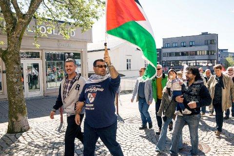 MØT OPP: Vi går i tog på arbeiderklassens internasjonale kampdag og hører taler for internasjonal solidaritet, fritt Palestina, viktige faglige krav, for sekstimersdagen, viktige lokalpolitiske spørsmål, osv, skriver Rødt i Larviks Erik Ness.