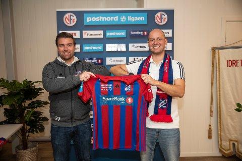 Haakon Lunov (til høyre) er imponert over mentaliteten til spillerne i Fram og hvordan klubben kaster seg rundt og løser ulike utfordringer. Til venstre sportslig leder Jostein Jensen Aksnes, som må løse mange av dem. (Arkivfoto: Joachim Hellenes)
