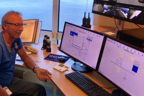 FØLGER MED: Fred Anker Vettran, daglig leder ved Gopledal vannverk, følger med men er rolig på at det ikke vil skje noe med vannkvaliteten etter utslippet i Farrisbygda.
