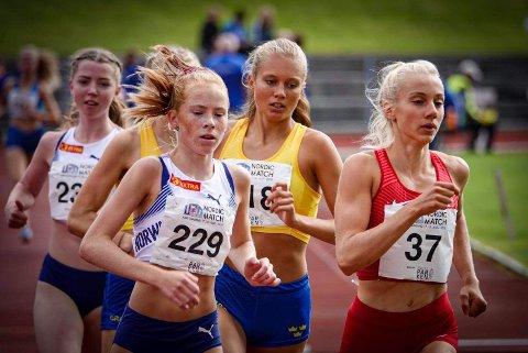 Bildetekst: Den talentfulle løperen Ina Halle Haugen (startnummer 229) fikk stipend fra SpareBank 1 BV i fjor. Nå vil juryen ha nye søknader.