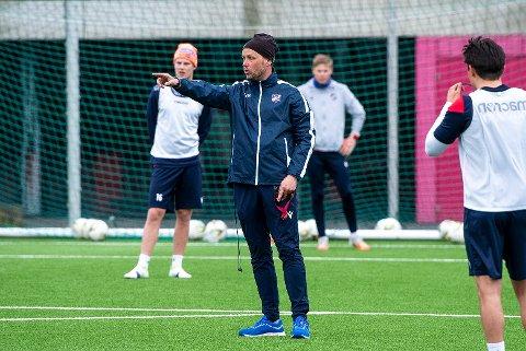 Nærmer seg: I løpet av mai kan (forhåpentligvis) Fram spille treningskamper. I juni blir det serieåpning, i en sesong som kan vare helt til 5. desember for trener Haakon Lunov (bildet) og hans gutter.