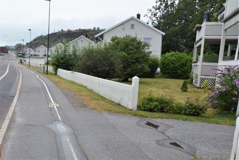 MANGE RAMMET: Så godt som alle boligene på nordsiden av Hoffs gata fikk vann og kloakk i kjellerne mandag.