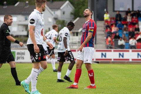 – ER DET DEN DAGEN?: Erik Nordengen og Fram Larvik var bedre enn Odd i 2. runde-oppgjøret, men Frammane maktet ikke å score mål og tapte 1-2.