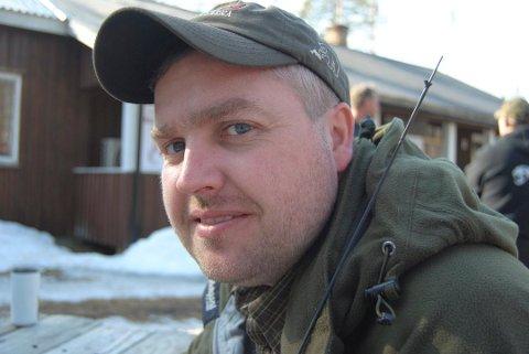 VIL MØTE ELVESTUEN: Knut Arne Gjems, leder i NJFF, er lei av at behandlinger av klager drar ut i tid, og blir informert om rett før en lisensfelling skal starte.