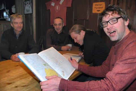 HJERNETRIM: Fra venstre næringskonsulent Bernt Robert Hansen,  Valon Salihu, Trond Bjørnstad og  Bersvend Salbu.