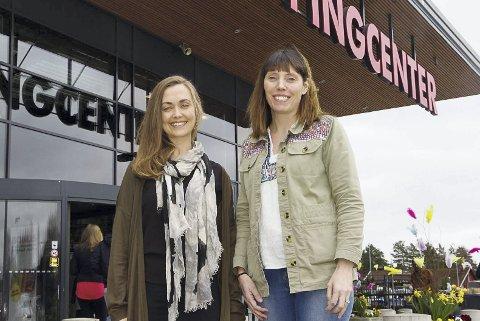 Glade: Markedsansvarlig Marie Magnusson og senterleder Madeleine Ward ved Charlottenberg Shoppingsenter er veldig fornøyd med årets påskehandel. Foto: Anna Ekre